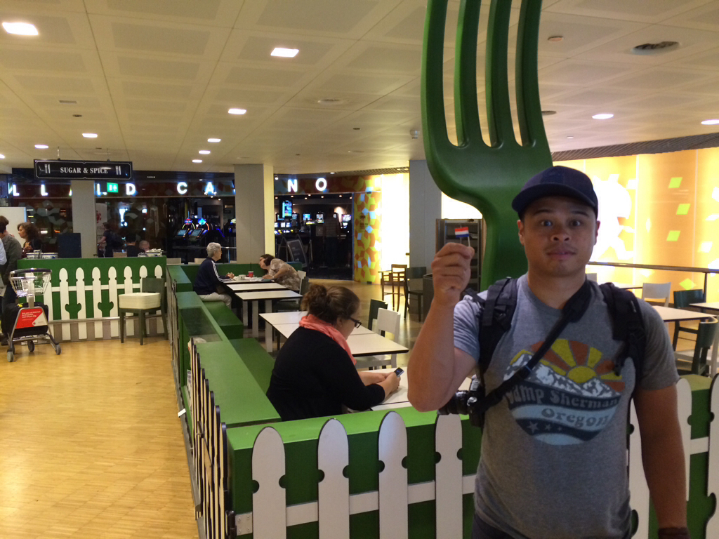 Casino and organic food in the Amsterdam airport!